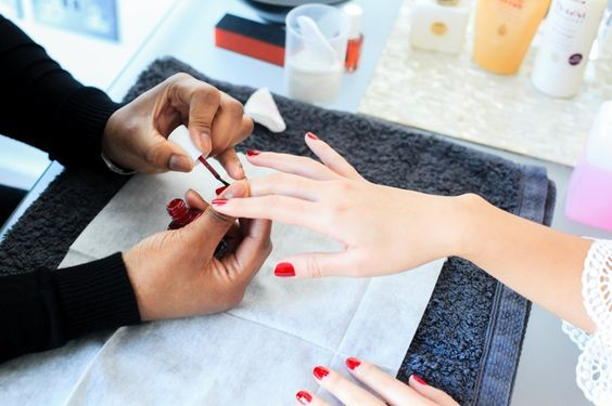 red valentine's manicure