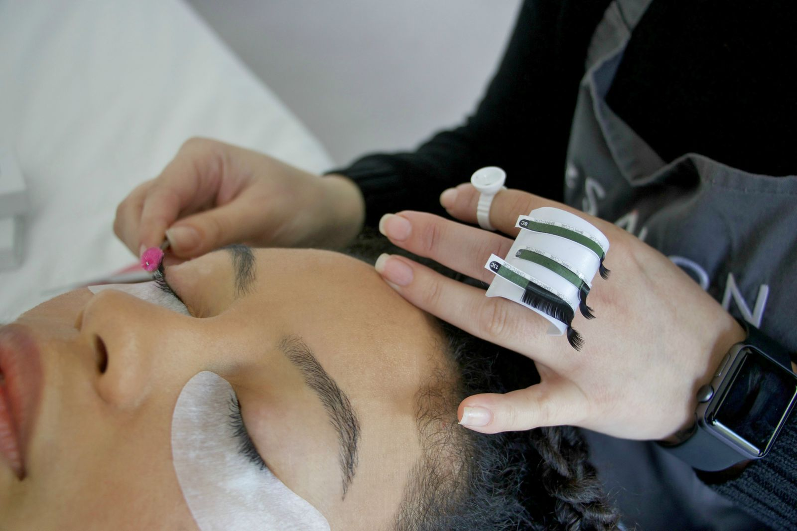 How To Look After Eyelash Extensions Between Treatments Lesalon
