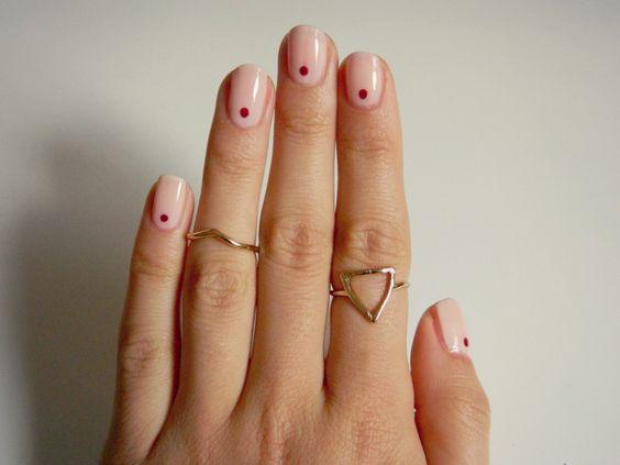 single dot nail art